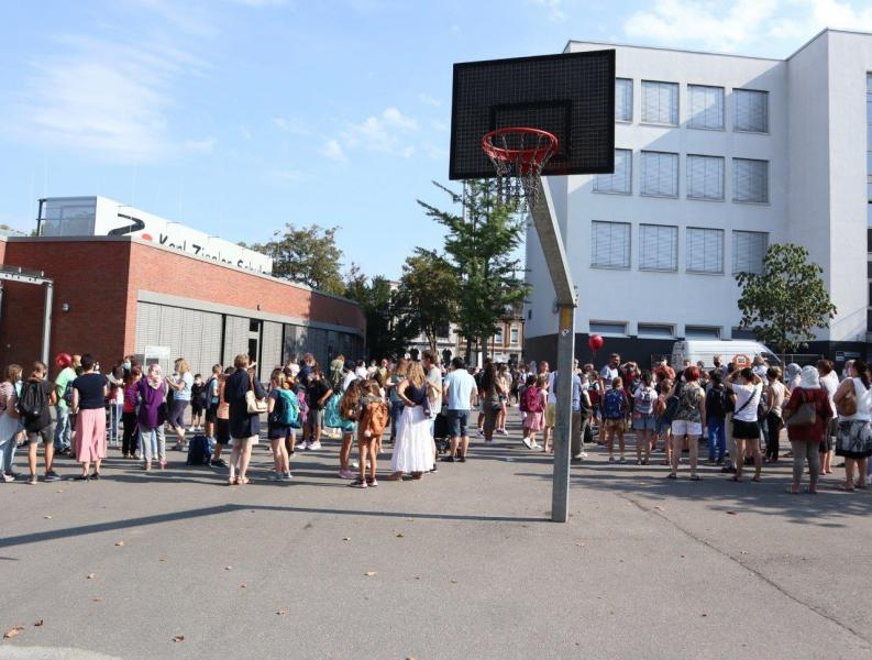 Einschulung-2020_Treffen-auf-Schulhof